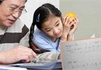 """Người mẹ """"khoe"""" vở ông bà nội dạy con học chữ trước lớp 1, hội phụ huynh chia làm hai ngả"""