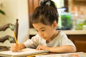 """Con gái ham chơi biếng học, ông bố nghĩ ra """"diệu kế"""" khiến thái độ con xoay 180 độ"""
