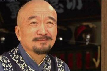"""Hai lần đối xử """"tuyệt tình"""" với con trai độc nhất khiến """"Tể tướng Lưu gù"""" trở thành người cha hà khắc nhất Cbiz"""