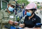 Hà Nội bắt đầu phát phiếu đi chợ cho người dân theo ngày chẵn, ngày lẻ