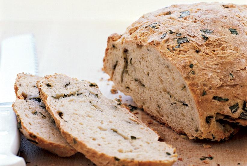 Bánh mì lên men đầu tiên của loài người được tạo ra từ sự tình cờ trong quá trình tạo ra bia chua. Ảnh: Real Simple.