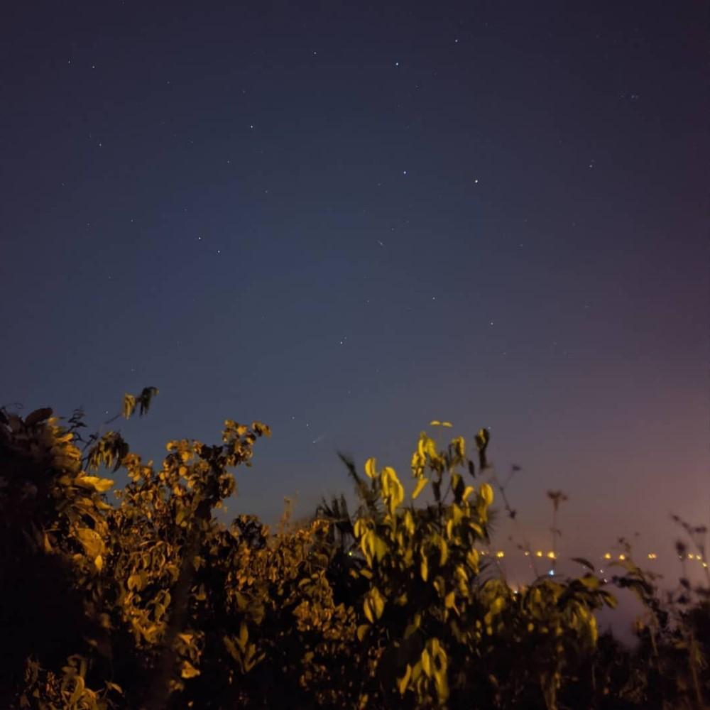 Sao chổi sáng nhất 23 năm thống trị màn đêm thế giới - 2