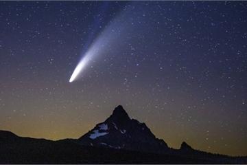 Sao chổi sáng nhất 23 năm thống trị màn đêm thế giới