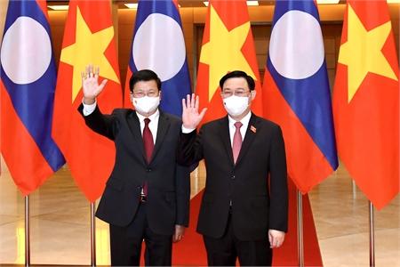 Chủ tịch QH Vương Đình Huệ hội kiến Tổng Bí thư, Chủ tịch nước Lào