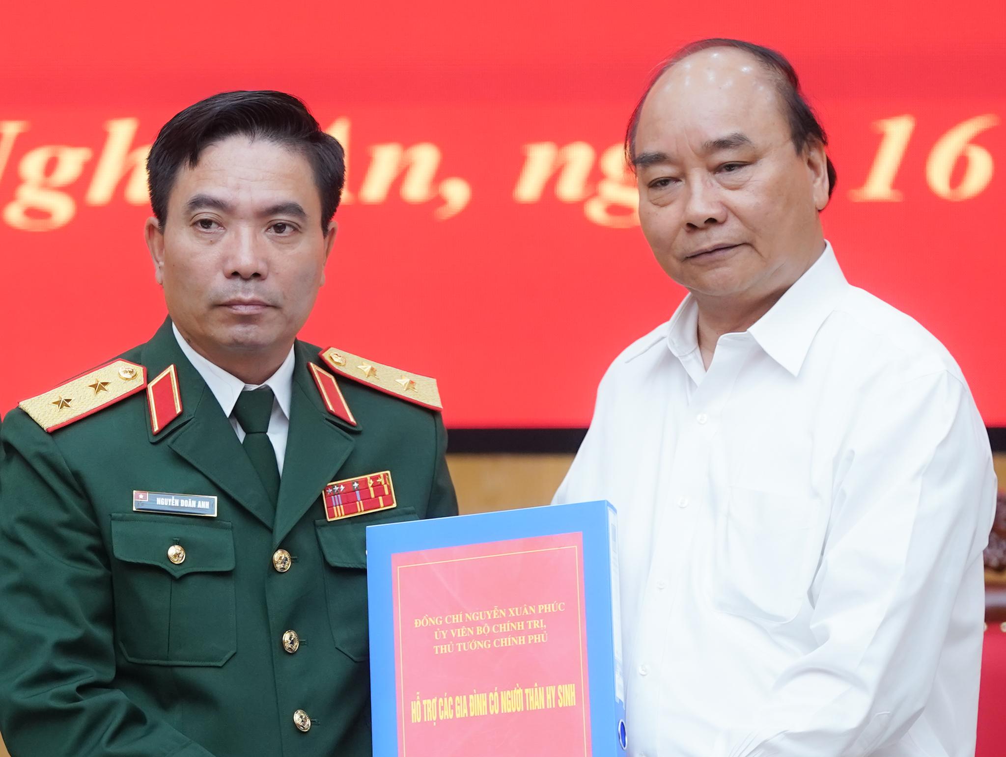 Đoàn công tác Quân khu 4 dũng cảm hy sinh để cứu dân 5