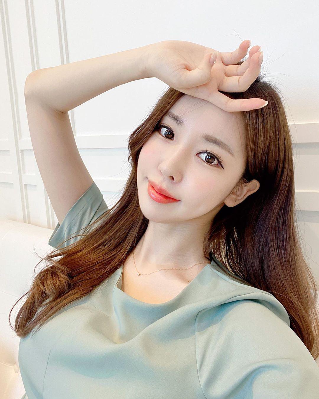 4 nguyên tắc chống nắng giúp phụ nữ Hàn sở hữu làn da sáng mịn, lỗ chân lông gần như vô hình - Ảnh 4.