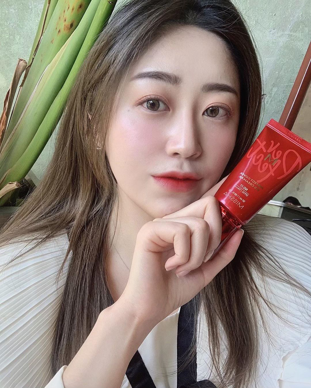 4 nguyên tắc chống nắng giúp phụ nữ Hàn sở hữu làn da sáng mịn, lỗ chân lông gần như vô hình - Ảnh 2.