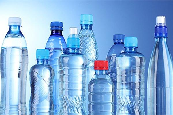 Bát nháo thị trường nước uống đóng chai vàng thau lẫn lộn, sức khỏe người tiêu dùng có được đảm bảo?