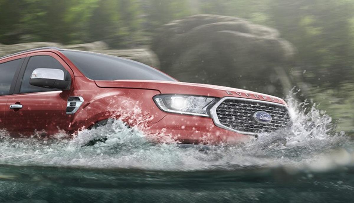 Với Ford Everest, bạn có thể lội qua vùng nước sâu tới 800mm khi tốc độ xe đạt mức 7 km/h