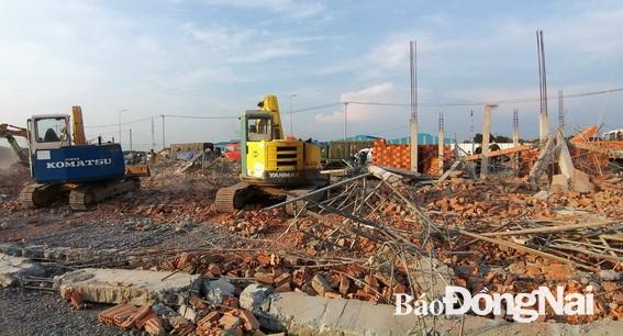 Sập công trình ở Trảng Bom, 10 người chết, 17 người bị thương
