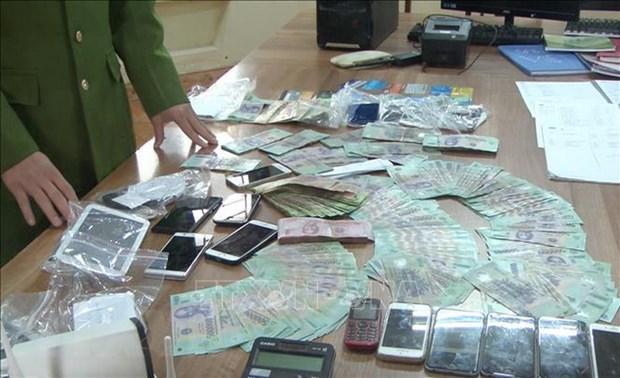 Tang vật trong một đường dây đánh bạc nghìn tỷ trên Internet tại Hưng Yên. (Ảnh: Đinh Tuấn/TTXVN)