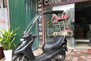 Kỳ lạ xe tay ga Honda có mái che không sợ mưa nắng tại Hà Nội