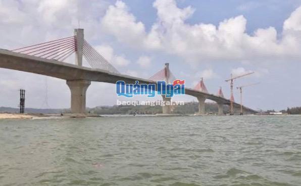 Sông Trà Khúc, đoạn qua chân cầu Cổ Lũy là nơi xảy ra vụ đuối nước khiến 3 học sinh tử vong vào chiều 24.8