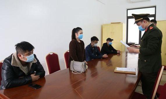 4 đối tượng vi phạm tại Công an TX Đông Triều. Ảnh do cơ quan công an cung cấp