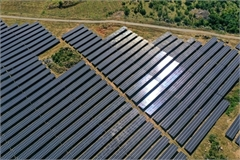 Vietnamese PM asks to manage solar power projects for national security