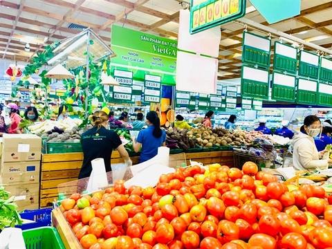 HCM City faces severe shortage of vegetables, eggs