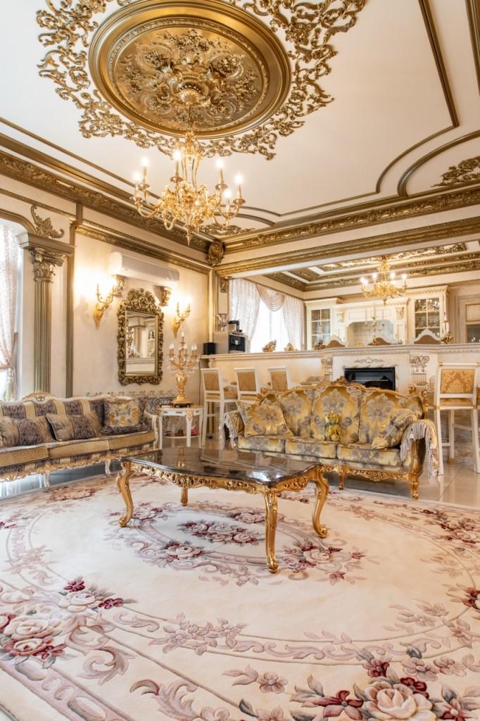 Bên ngoài tối giản, bên trong dát vàng: Kì lạ ngôi nhà nội thất trang hoàng như cung điện - Ảnh 7.