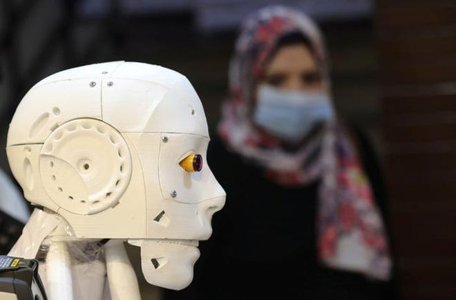Con robot đầy ám ảnh này đang hỗ trợ các xét nghiệm coronavirus ở Ai Cập - Ảnh 6.