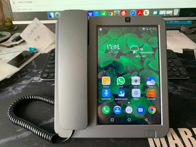 Cận cảnh chiếc điện thoại bàn thông minh chạy Android đang hot trên MXH những ngày qua - Ảnh 3.