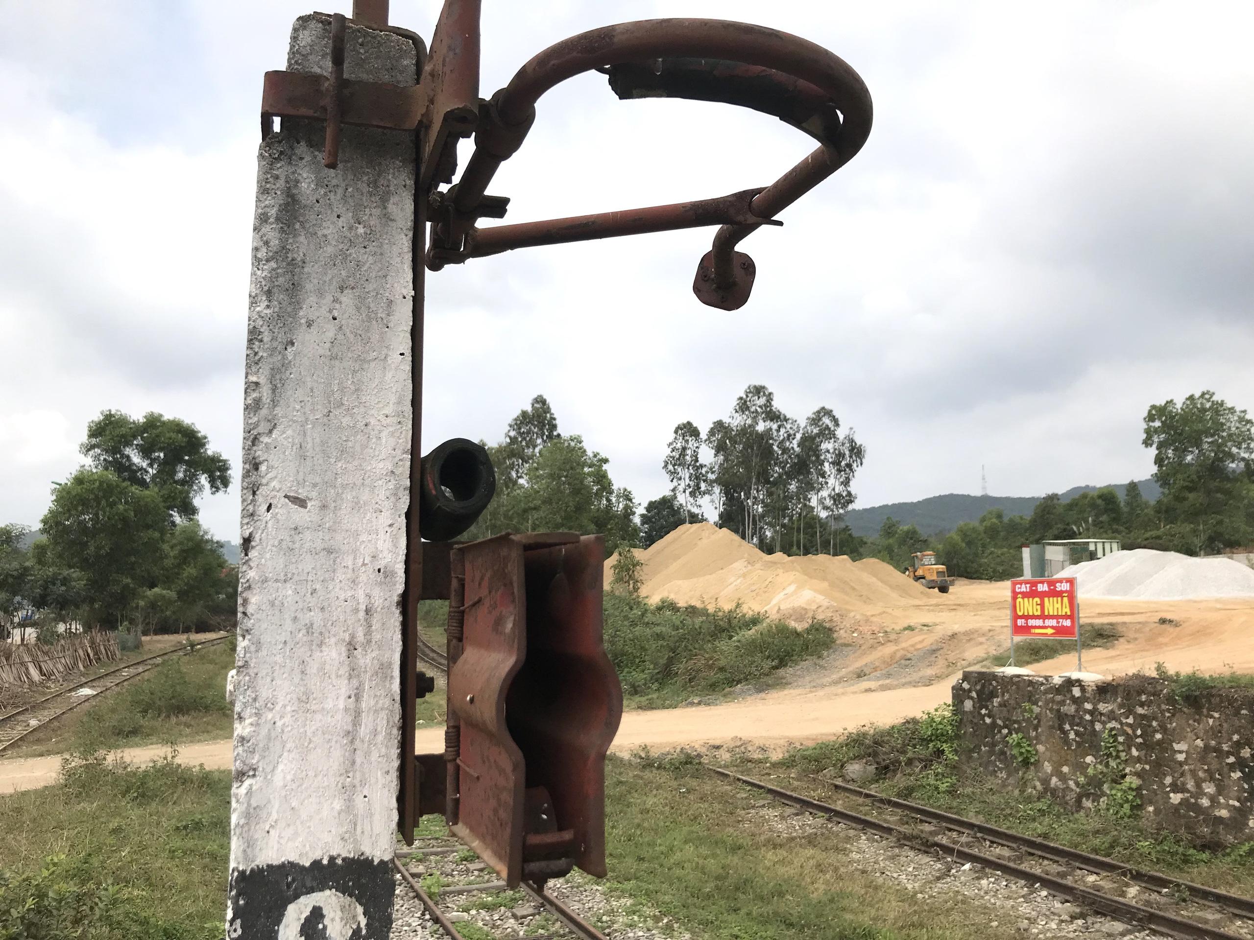 Tuyến đường sắt bị 'bỏ quên' gần thập kỷ không có tàu chạy nhưng vẫn tiêu tốn tiền tỷ bảo vệ - Ảnh 12.