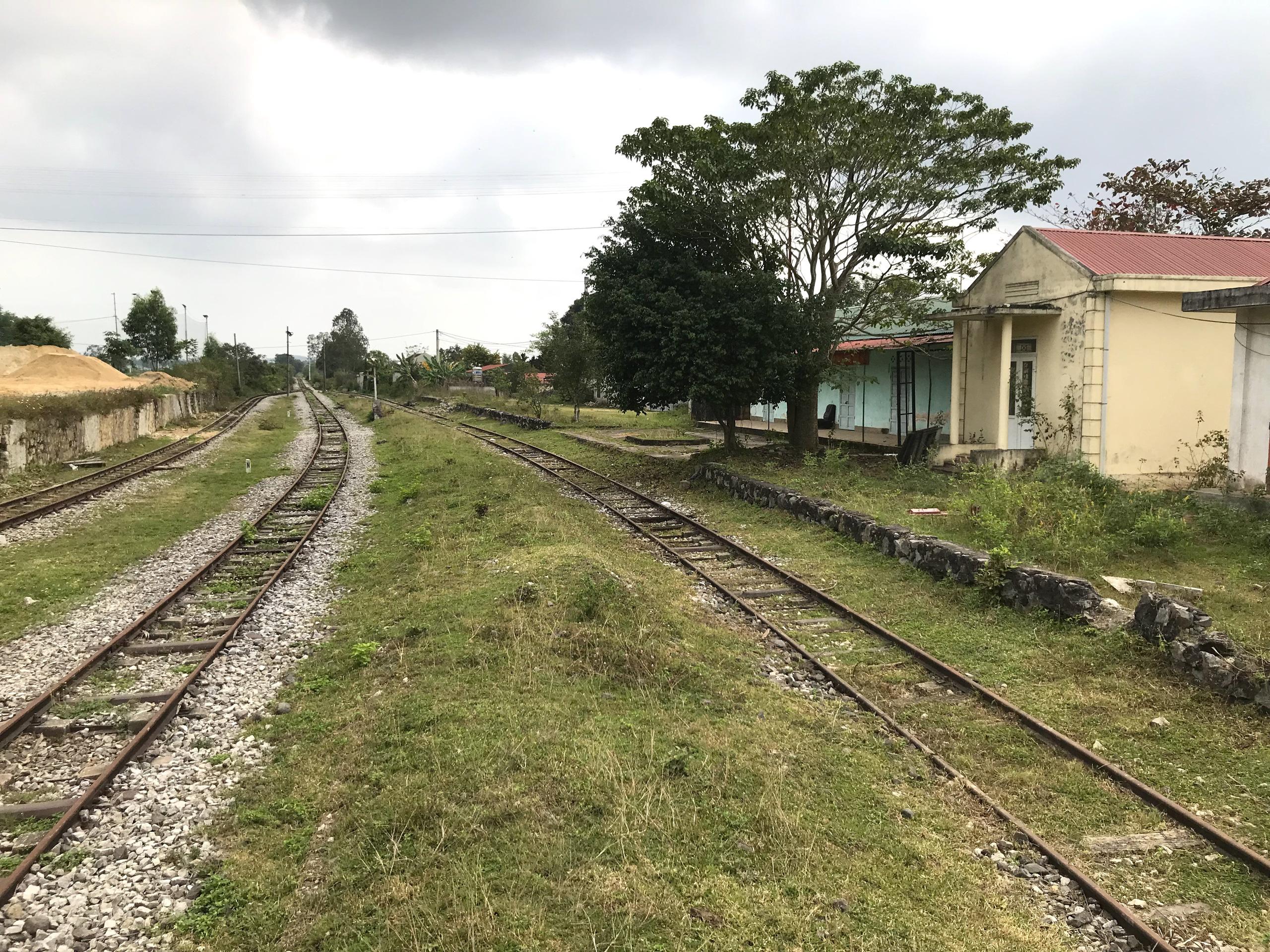 Tuyến đường sắt bị 'bỏ quên' gần thập kỷ không có tàu chạy nhưng vẫn tiêu tốn tiền tỷ bảo vệ - Ảnh 13.