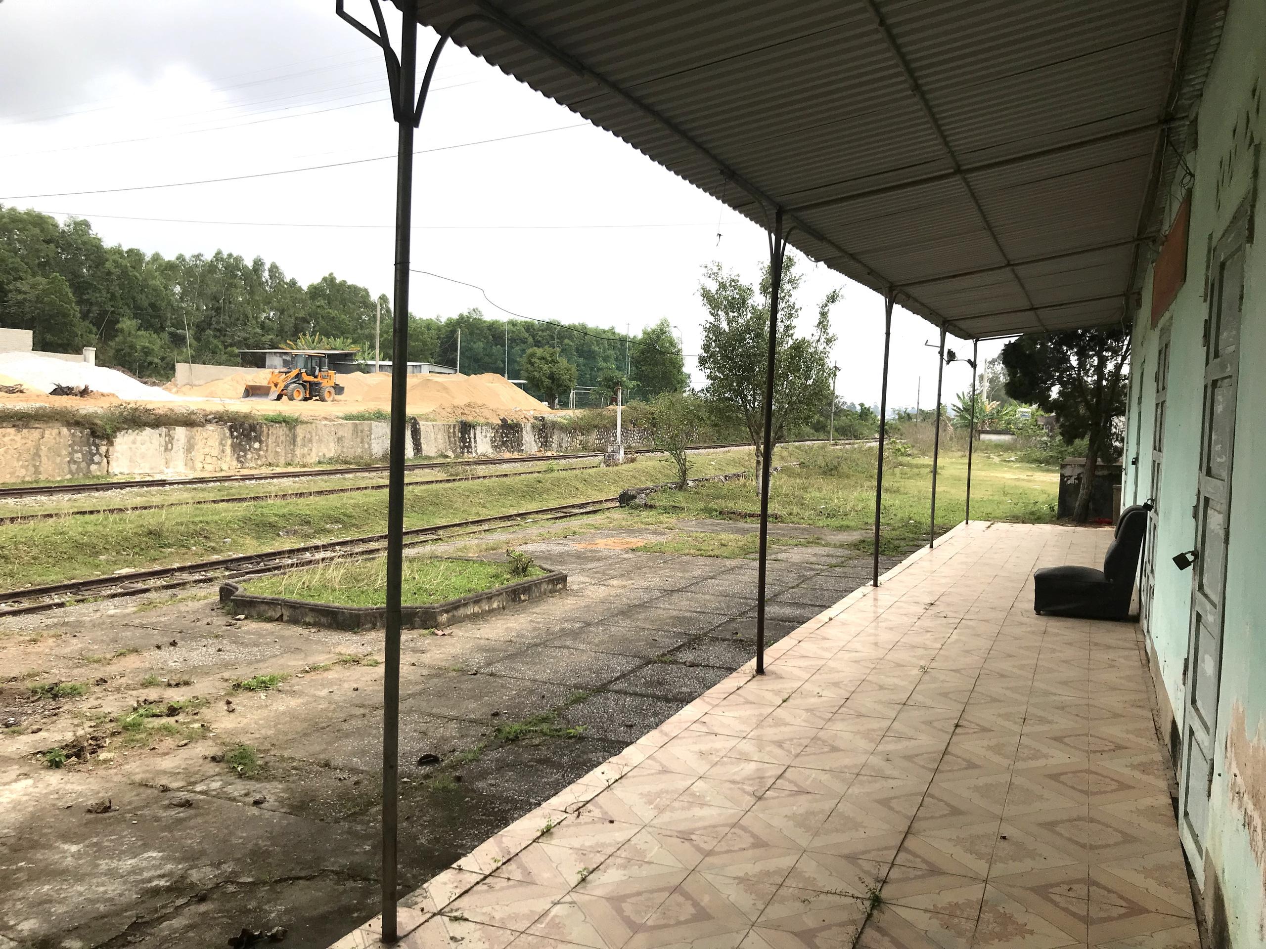 Tuyến đường sắt bị 'bỏ quên' gần thập kỷ không có tàu chạy nhưng vẫn tiêu tốn tiền tỷ bảo vệ - Ảnh 3.