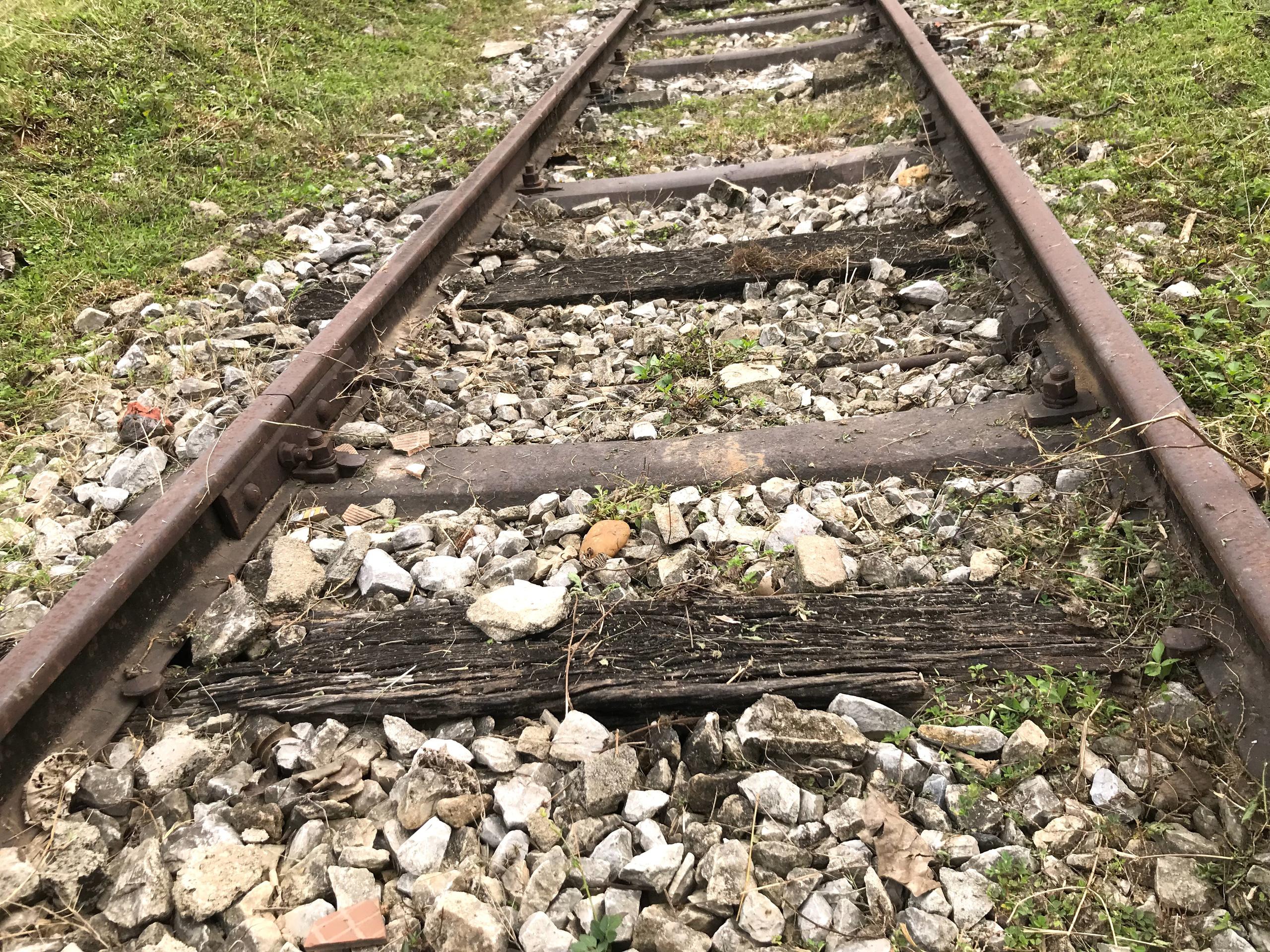 Tuyến đường sắt bị 'bỏ quên' gần thập kỷ không có tàu chạy nhưng vẫn tiêu tốn tiền tỷ bảo vệ - Ảnh 7.