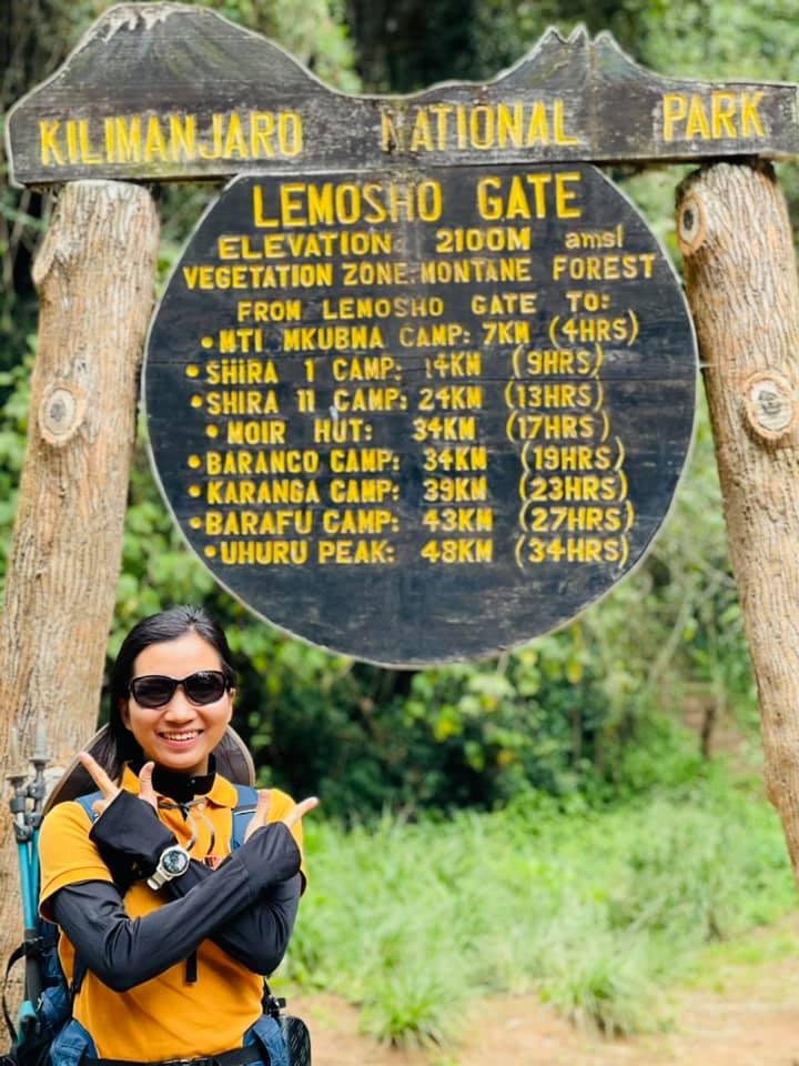 Sếp Viettel trở thành nữ 9x Việt Nam đầu tiên chinh phục Nóc nhà của Châu Phi Kilimanjaro: Leo 8 ngày liên tiếp, xuyên qua vùng nắng rát chóng mặt đến nơi -20 độ C - Ảnh 2.