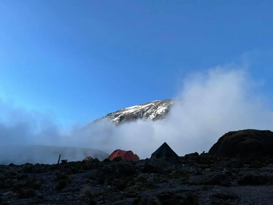 Sếp Viettel trở thành nữ 9x Việt Nam đầu tiên chinh phục Nóc nhà của Châu Phi Kilimanjaro: Leo 8 ngày liên tiếp, xuyên qua vùng nắng rát chóng mặt đến nơi -20 độ C - Ảnh 7.