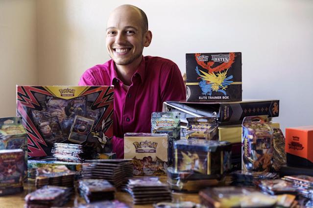 Các nhà sưu tập hốt bạc từ cơn sốt mua thẻ Pokémon cũ - Ảnh 1.