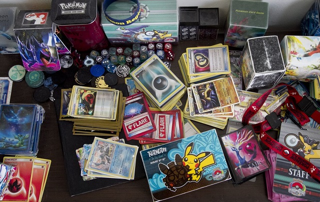 Các nhà sưu tập hốt bạc từ cơn sốt mua thẻ Pokémon cũ - Ảnh 2.
