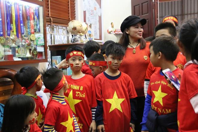 Nhờ chú lính chì Quang Hải, những đứa trẻ phát hiện còn có thứ tuyệt vời hơn cả chơi game - Ảnh 8.
