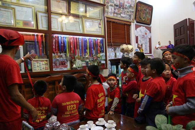 Nhờ chú lính chì Quang Hải, những đứa trẻ phát hiện còn có thứ tuyệt vời hơn cả chơi game - Ảnh 9.