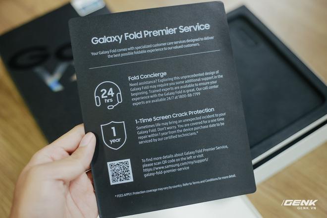 Mở hộp Galaxy Fold chính hãng: Giá 50 triệu đồng nhưng vẫn cháy hàng chỉ sau 6 giờ mở bán - Ảnh 11.