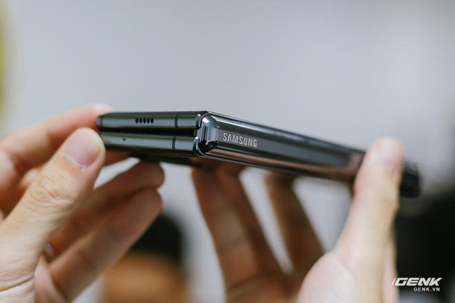 Mở hộp Galaxy Fold chính hãng: Giá 50 triệu đồng nhưng vẫn cháy hàng chỉ sau 6 giờ mở bán - Ảnh 25.