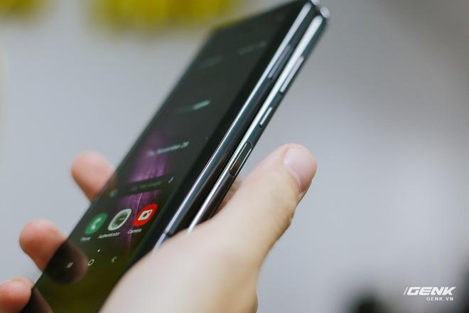 Mở hộp Galaxy Fold chính hãng: Giá 50 triệu đồng nhưng vẫn cháy hàng chỉ sau 6 giờ mở bán - Ảnh 26.