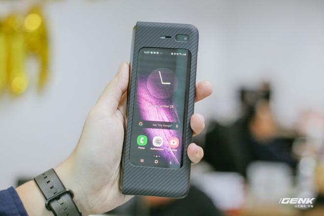 Mở hộp Galaxy Fold chính hãng: Giá 50 triệu đồng nhưng vẫn cháy hàng chỉ sau 6 giờ mở bán - Ảnh 32.