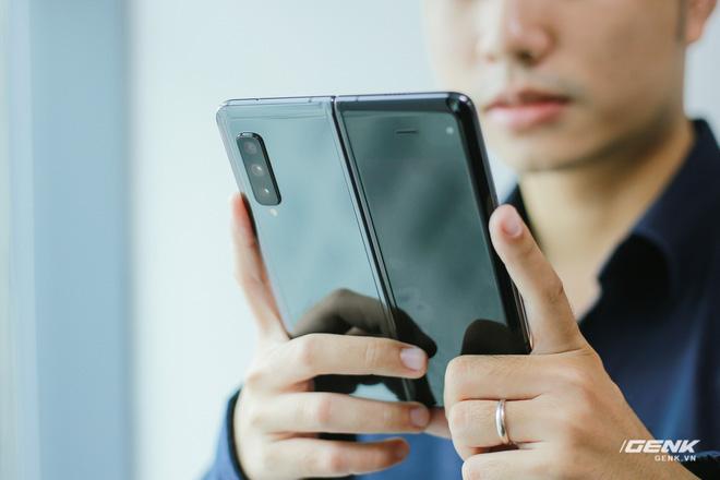 Mở hộp Galaxy Fold chính hãng: Giá 50 triệu đồng nhưng vẫn cháy hàng chỉ sau 6 giờ mở bán - Ảnh 37.