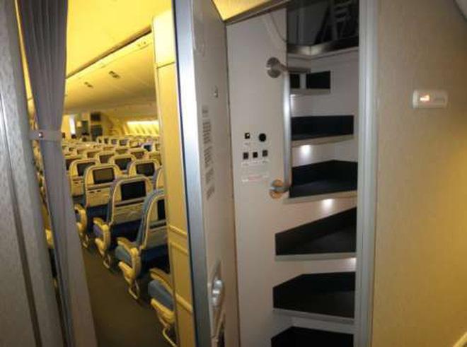 Những bức ảnh về các khu vực bí mật trên máy bay mà du khách không được phép bén mảng tới bao giờ - Ảnh 8.