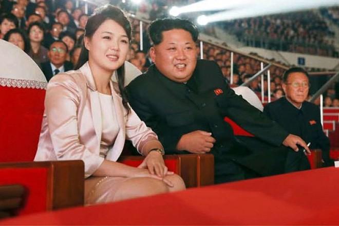 Nhan sắc yêu kiều của nữ ca sĩ là phu nhân ông Kim Jong Un, biểu tượng thời trang Triều Tiên - Ảnh 2.