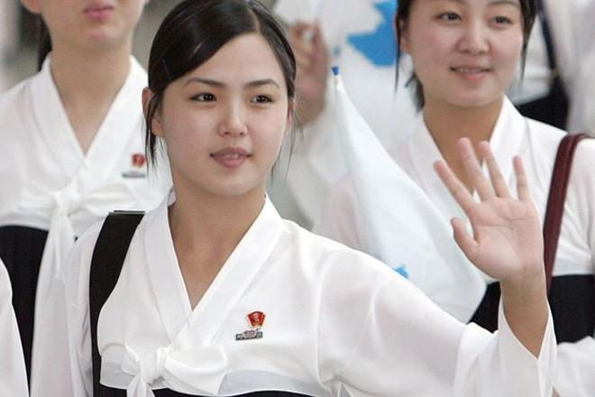 Nhan sắc yêu kiều của nữ ca sĩ là phu nhân ông Kim Jong Un, biểu tượng thời trang Triều Tiên - Ảnh 4.