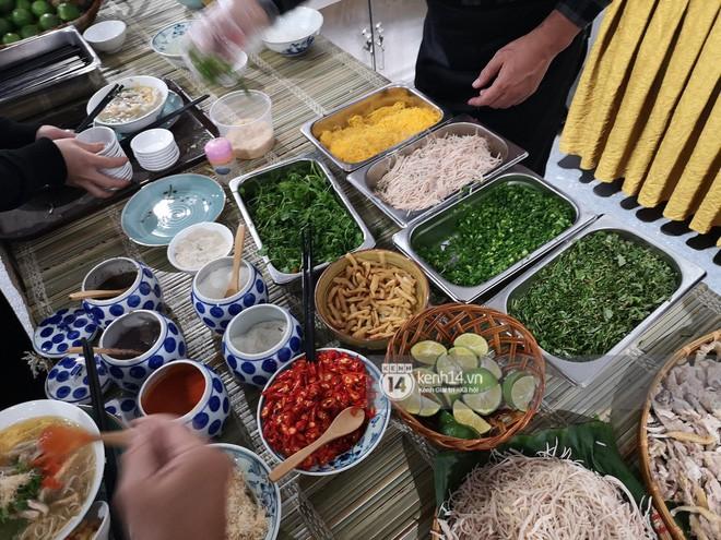Chỉ nhìn qua vài món đãi phóng viên quốc tế thời gian Hội nghị thượng đỉnh cũng thấy ngay những địa điểm ăn uống nức tiếng Hà Nội - Ảnh 2.
