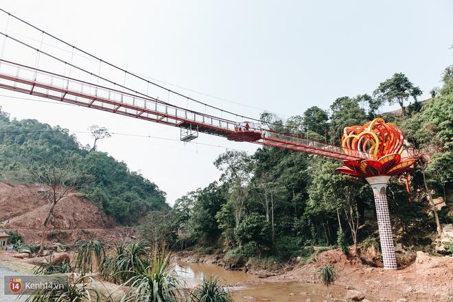Tranh cãi xoay quanh yếu tố thẩm mỹ của cây cầu 5D đang gây sốt ở Mộc Châu: Khen đẹp thì ít nhưng chê bai sến súa, lạc lõng nhiều vô kể - Ảnh 7.