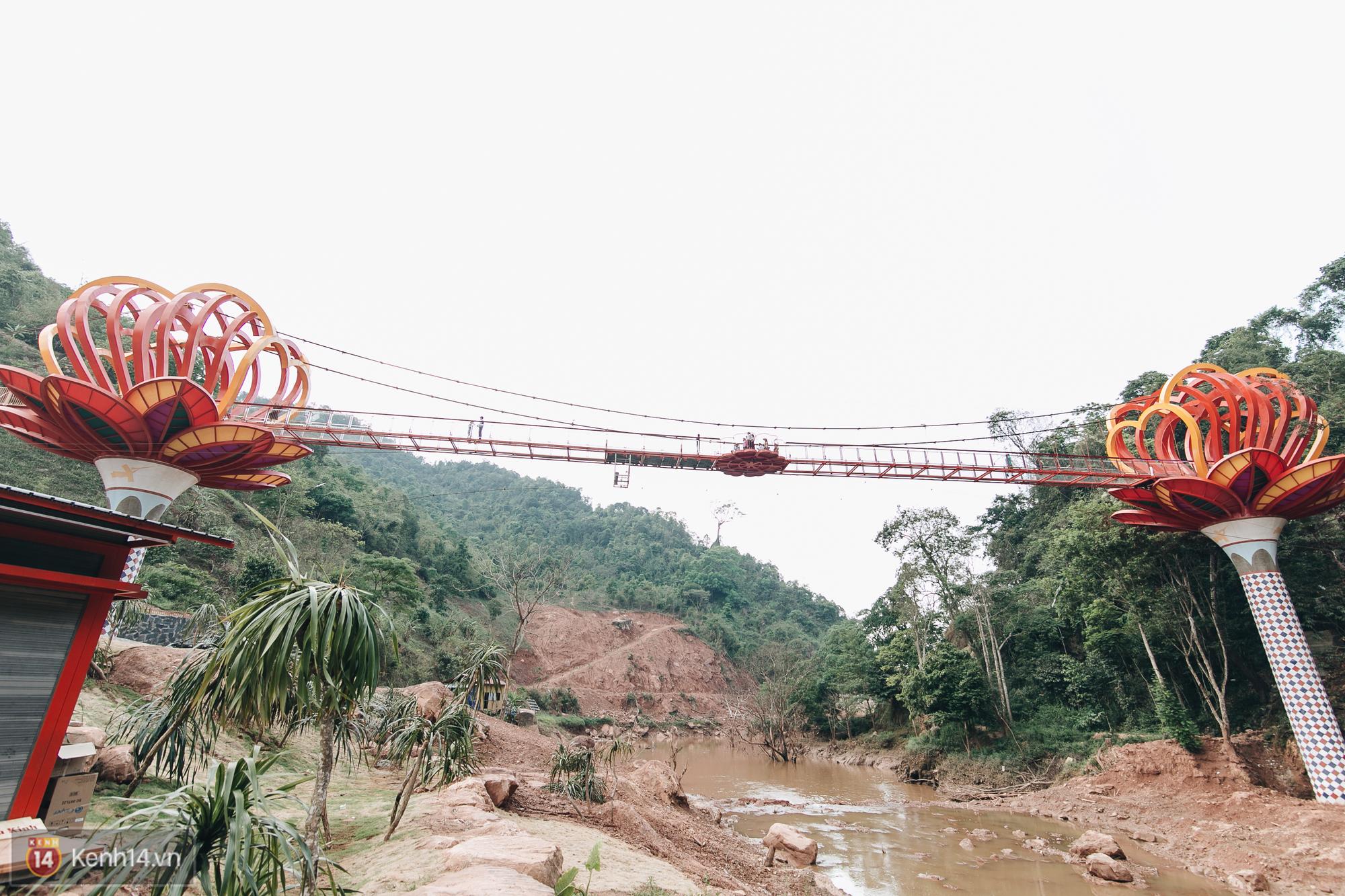 Tranh cãi xoay quanh yếu tố thẩm mỹ của cây cầu 5D đang gây sốt ở Mộc Châu: Khen đẹp thì ít nhưng chê bai sến súa, lạc lõng nhiều vô kể - Ảnh 39.