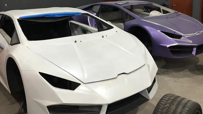 [Ảnh] Bên trong nhà máy sản xuất siêu xe Ferrari, Lamborghini nhái - Ảnh 2.