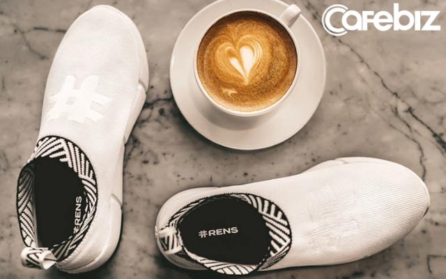 Startup đặc biệt của 2 chàng trai Việt: Sản xuất loại sneaker chống thấm nước từ rác thải đầu tiên trên thế giới, mỗi đôi giày làm từ 21 cốc cà phê và 6 chai nhựa! - Ảnh 2.