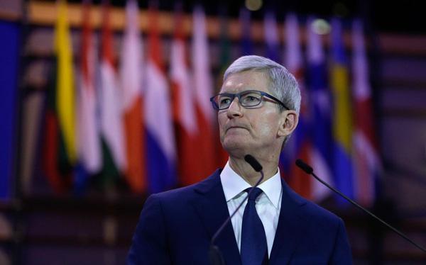 """Smartphone bão hoà, Tim Cook """"đặt cửa"""" vào kính thực tế ảo iGlasses và xe điện iCar có giúp Apple lặp lại thành công của iPhone?"""