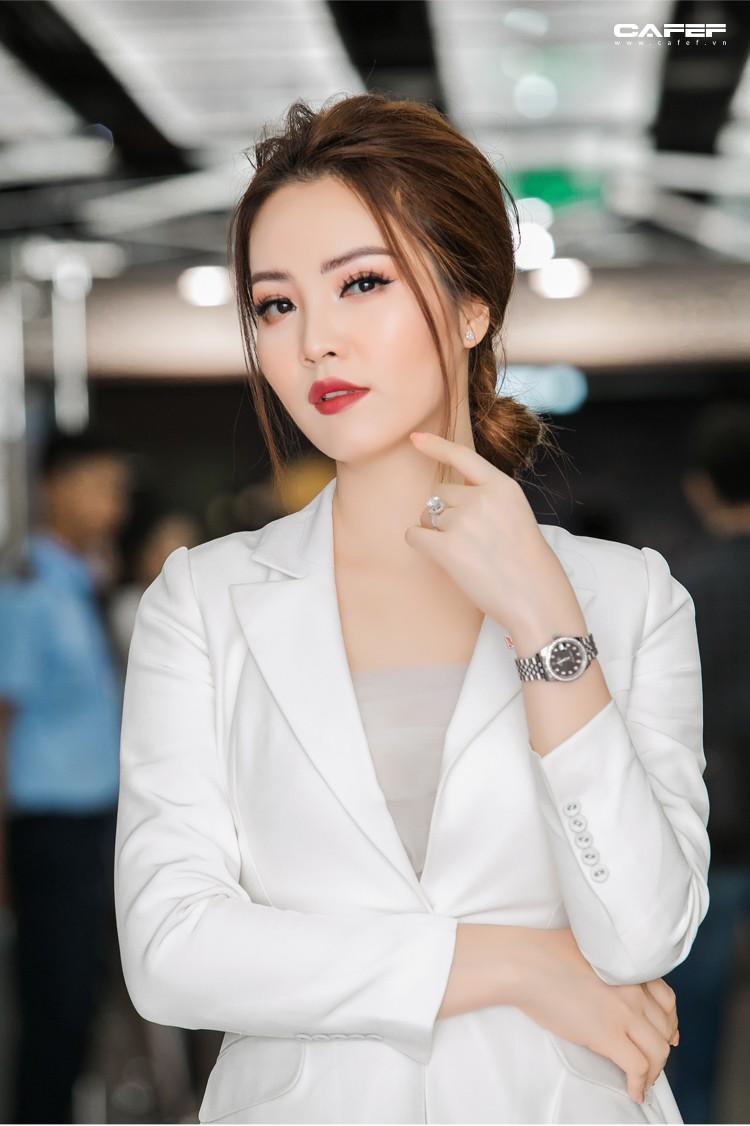 """MC, Á hậu Thụy Vân: Khi tôi khởi nghiệp, ông xã nói đùa """"Kinh doanh kiếm ra tiền còn khó hơn cả đạt giải Nobel"""" - Ảnh 12."""