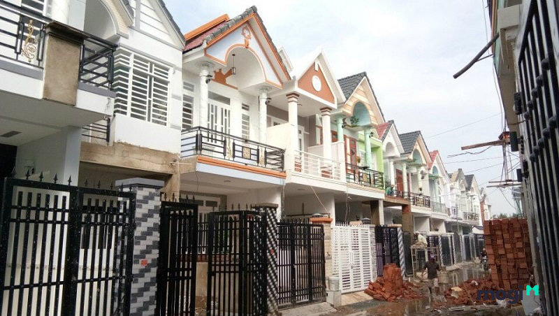 Cách mua nhà phố xây sẵn, sửa sang rồi bán chênh cả tỷ đồng - Ảnh 1.