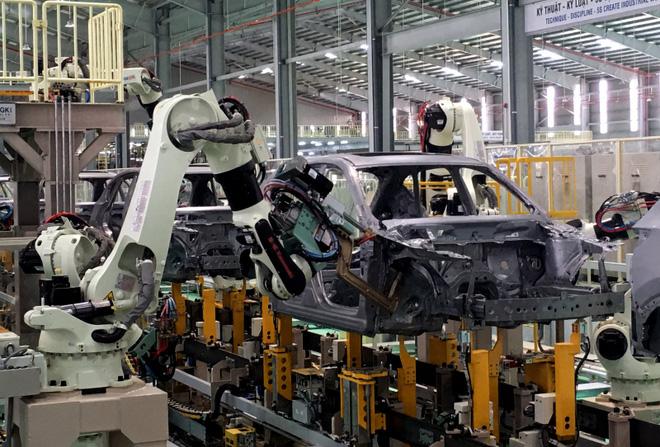 Soi 3 mẫu ô tô giá hấp dẫn, có chiếc chỉ nhỉnh hơn 300 triệu đồng sau giảm phí trước bạ - Ảnh 1.